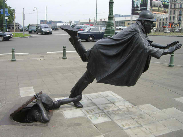27-De Vaartkapoen (Policeman Being Tripped), Brussels, Belgium