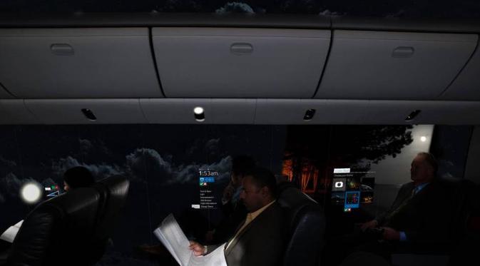 Interior pesawat tembus pandang