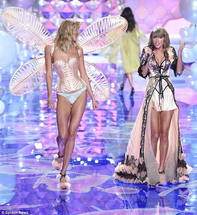 Taylor Swift dengan model pakaian dalam Victoria Secret